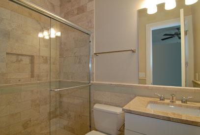 4th bathroom 2.jpg