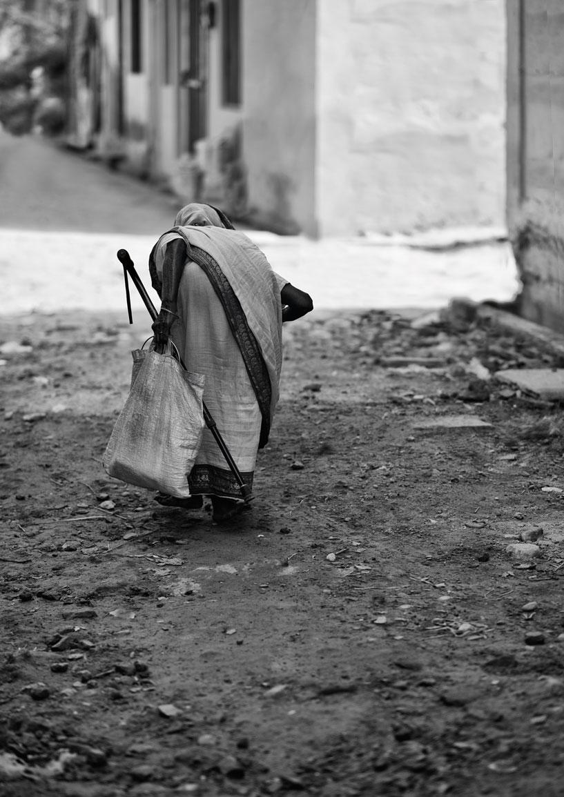 widows of vrindavan :: in the street.jpg