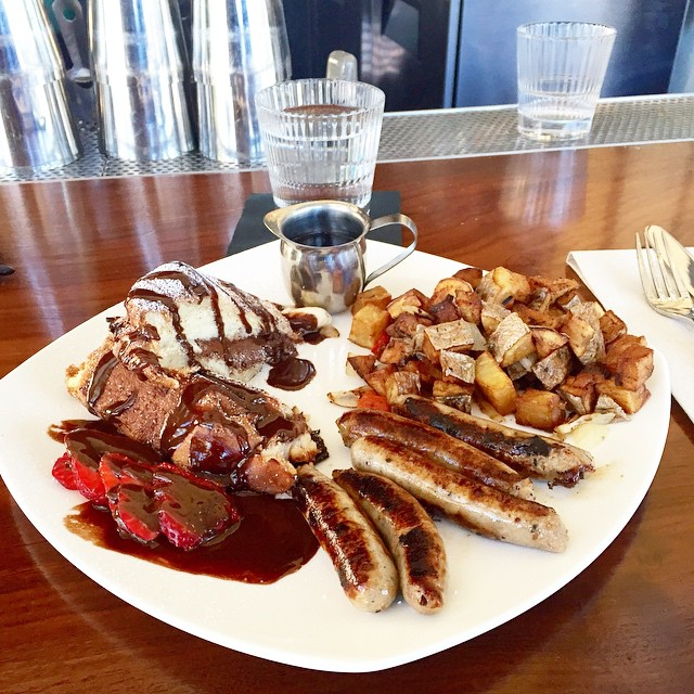 ⚠️🚨BREAKFAST DISH🚨⚠️ Nutella french toast with a side order of chicken apple sausages and country potatoes!!!! Come and enjoy our other brunch meals!!! Open weekends from 10am - 2:30pm.☀️