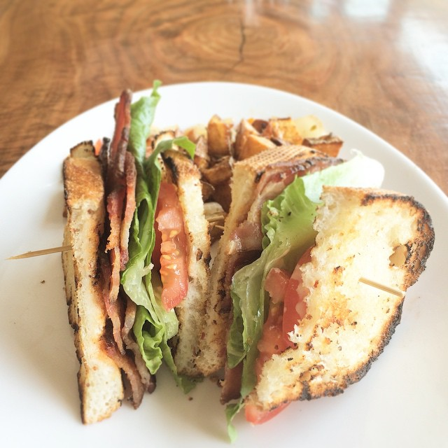 🚨⚠️ BRUNCH DISH ALERT!!!!⚠️🚨 BLT SANDWICH made with applewood smoked bacon, served with potatoes and a side fruit! #yummy #alamedafood #bayareafoodie #bayareaeats #foodie