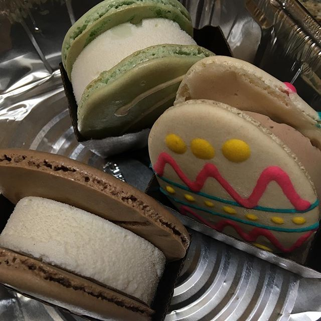 The Easter bunny came early to my house, thanks to @alamodemacaron_srq . I'm impressed by this gal, sharing her passion, and delighting us with treats along her journey.  #happyeaster #lovemylife #creativityrocks #passion #dessert
