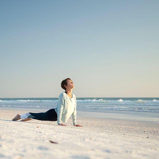"""""""Be mindful of how you approach time. Watching the clock is not the same as watching the sun rise"""". –Sophia Bedford-Pierce —- #balance #balancedliving #balancedlife #yogabalance #yogaforlife #hathayoga #outsideyoga #yogaoutside #lovethebeach #beachlife #astangavinyasa #sarasota #sarasota #flowyoga #yogalover #yogadiversity #yogaroots #yogahistory #dailypractice #practiceyogadaily #yogalifestyle #lidobeach #yogaonthebeach #yogateacher #sunrise #beachyoga #yoga4growth #yogaforchange #consciousness #yogamind"""