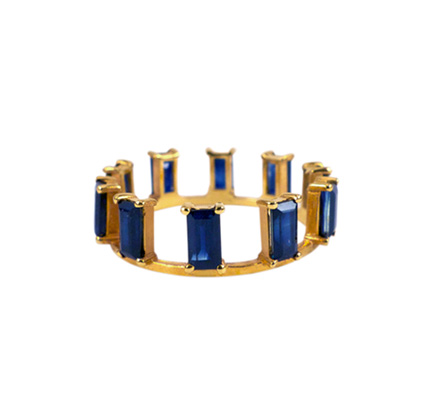 Be the Queen of this Crown Ring.