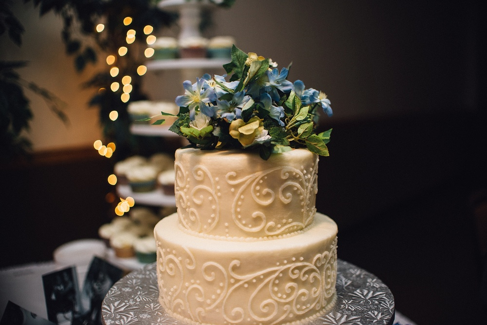 lakeside-classic-cafe-fort-wayne-indiana-wedding-photographer-designer-cakes-28