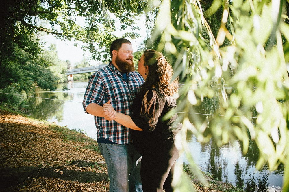 headwaters-park-fort-wayne-engagement-wedding-photographer-11
