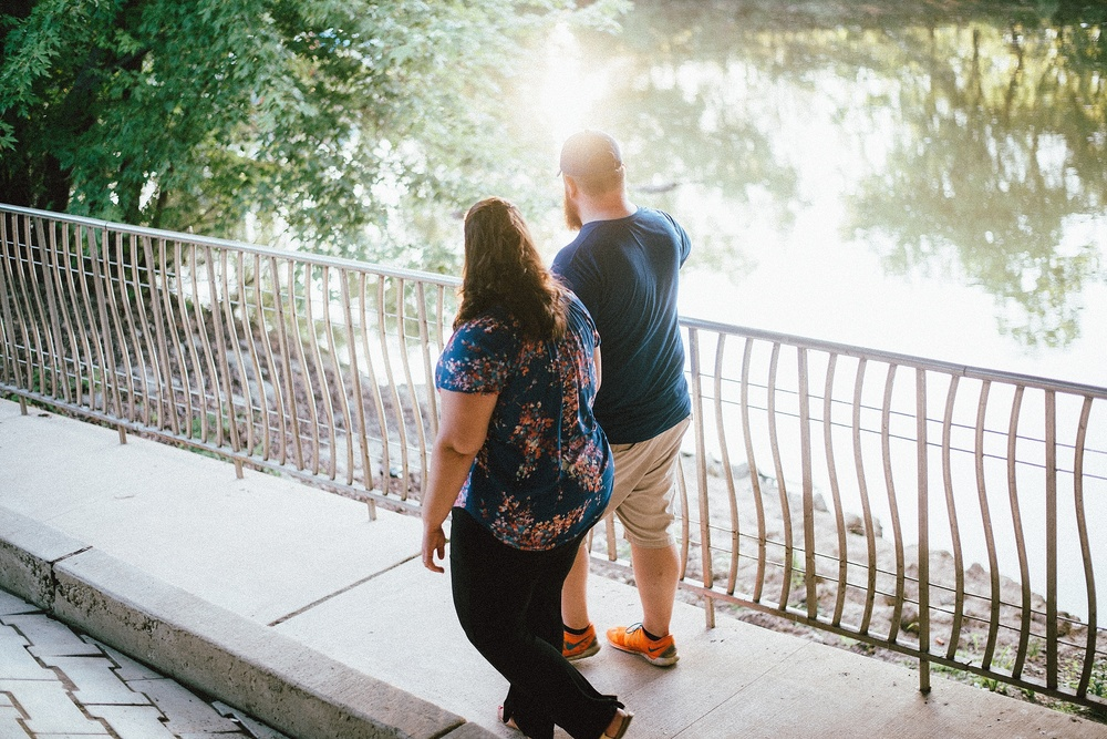 headwaters-park-fort-wayne-engagement-wedding-photographer-17
