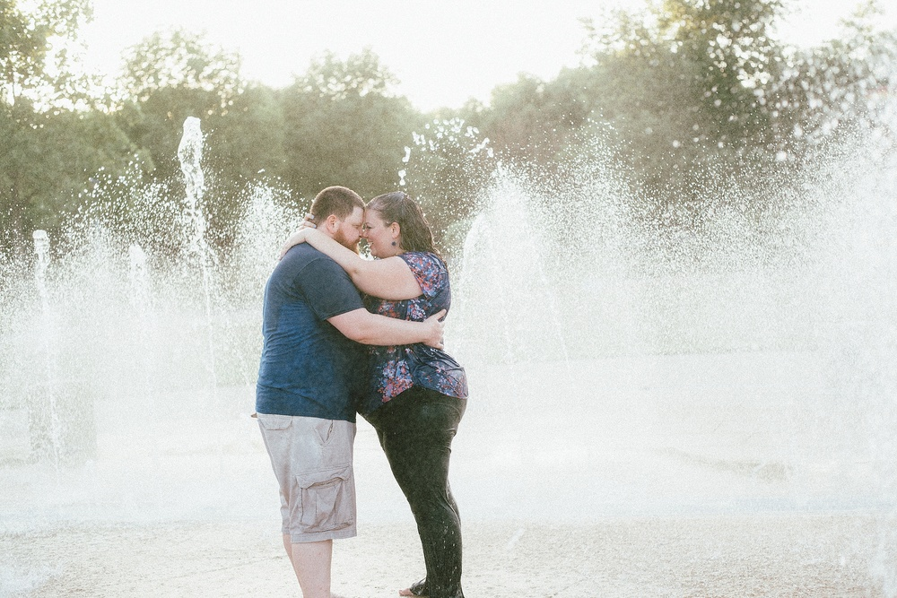 headwaters-park-fort-wayne-engagement-wedding-photographer-22