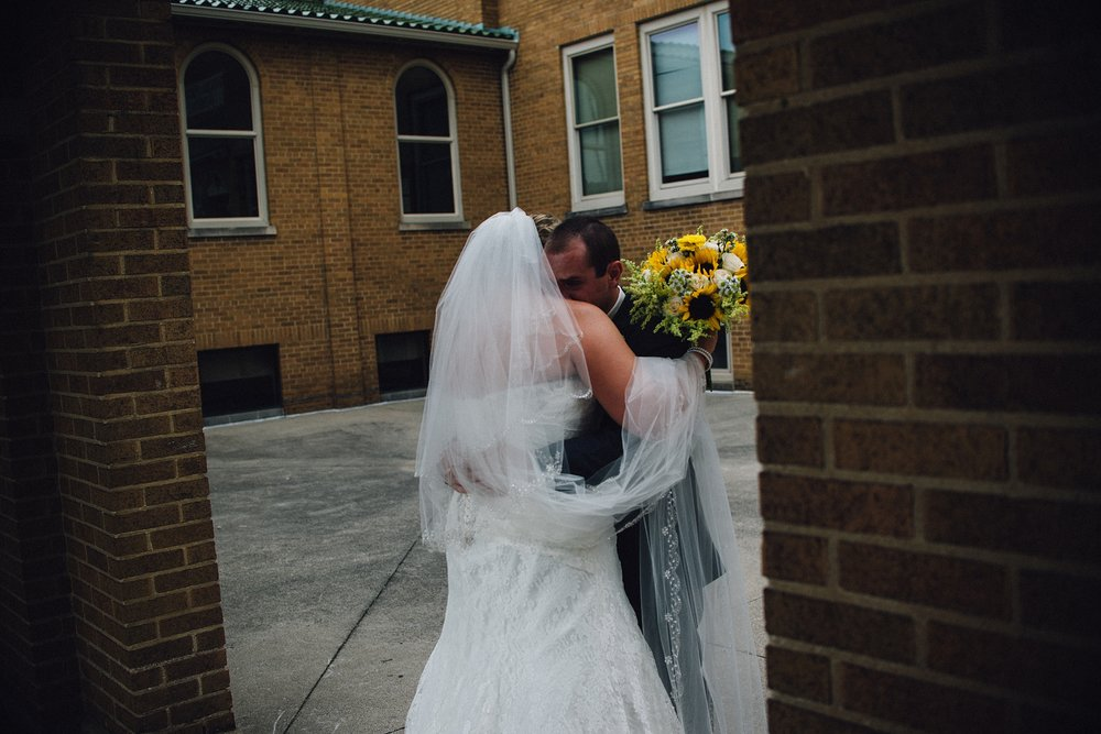 downtown-fort-wayne-wedding-yolos-event-center-courthouse-indiana-photographer-25