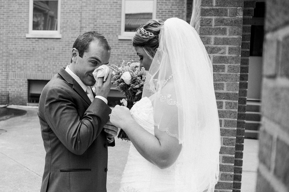 downtown-fort-wayne-wedding-yolos-event-center-courthouse-indiana-photographer-26