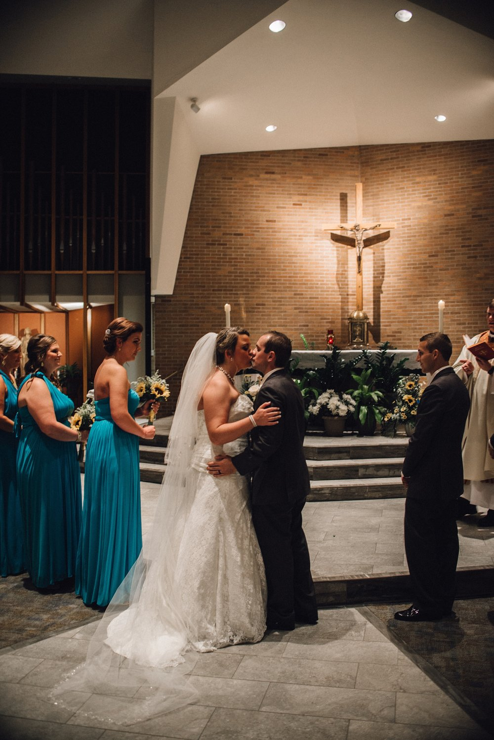 downtown-fort-wayne-wedding-yolos-event-center-courthouse-indiana-photographer-40