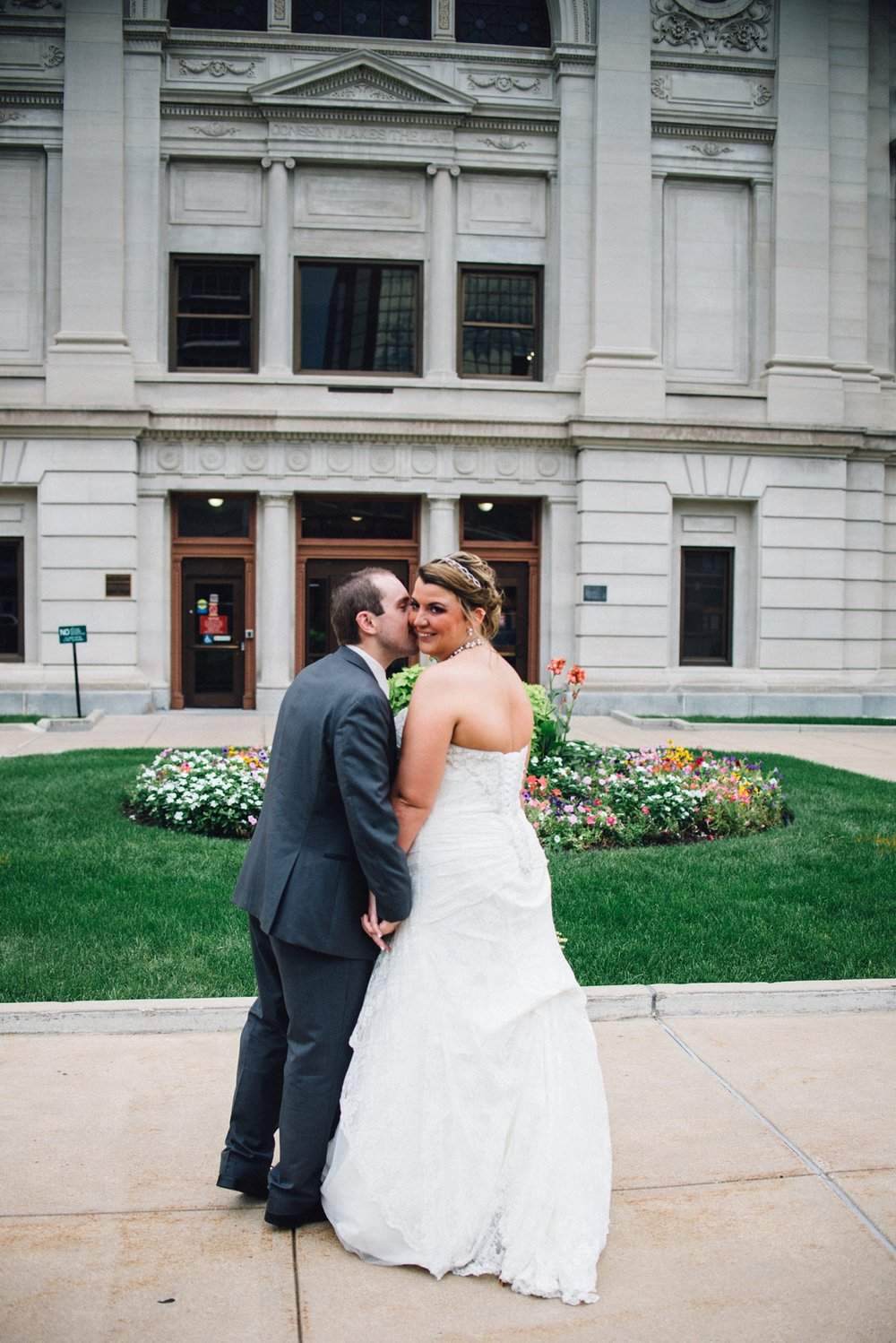 downtown-fort-wayne-wedding-yolos-event-center-courthouse-indiana-photographer-54