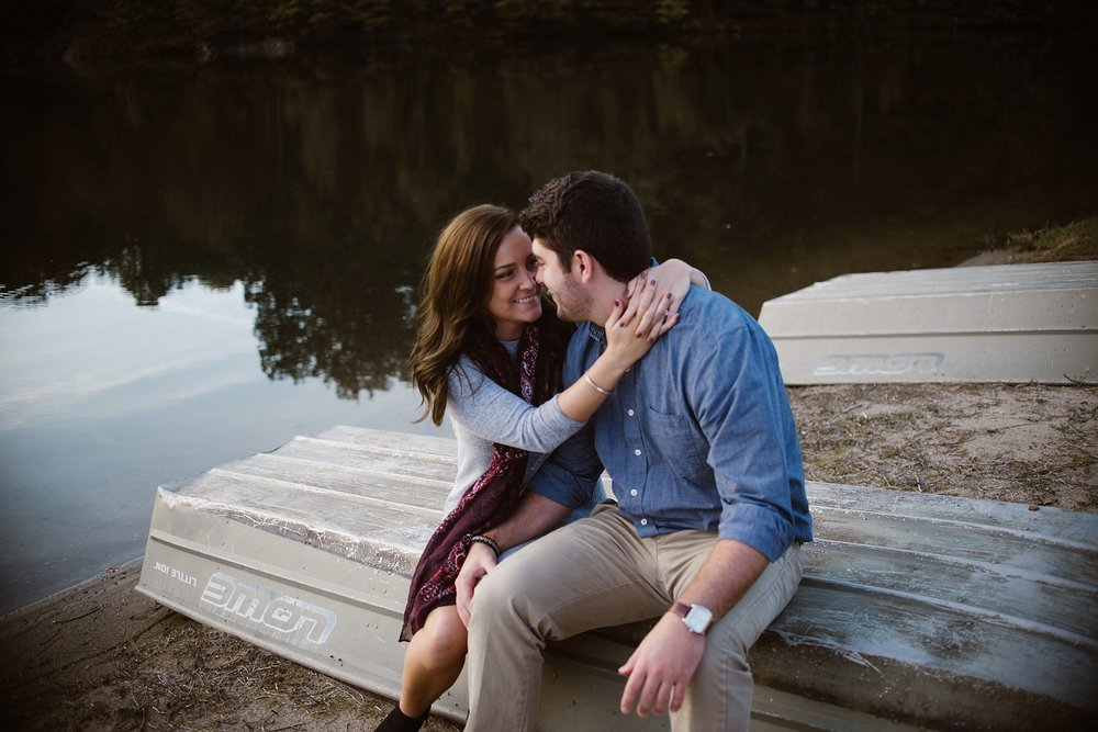 cozy-indianapolis-fall-engagement-session-midwest-wedding-photographer-15