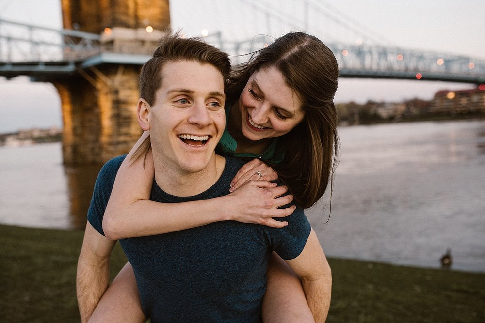 downtown-cincinnati-engagment-session-ohio-wedding-photographer-11