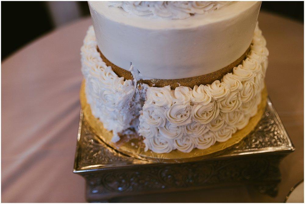 cake-canvas-cutting-cake-embassy-theatre-ballroom-fort-wayne-indiana-wedding-photographer