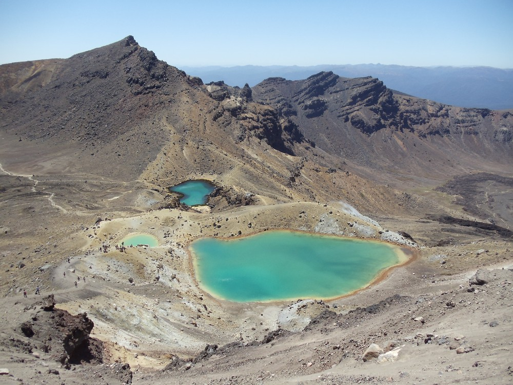 Emerald geothermal lakes