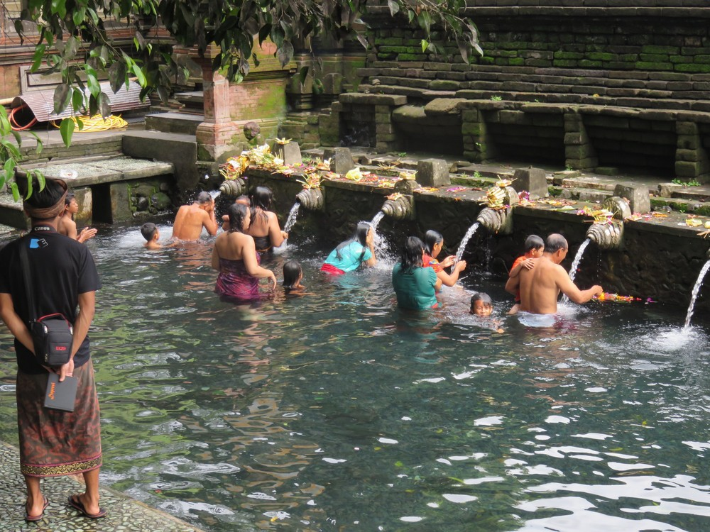 Cleansing at Tirta Empul