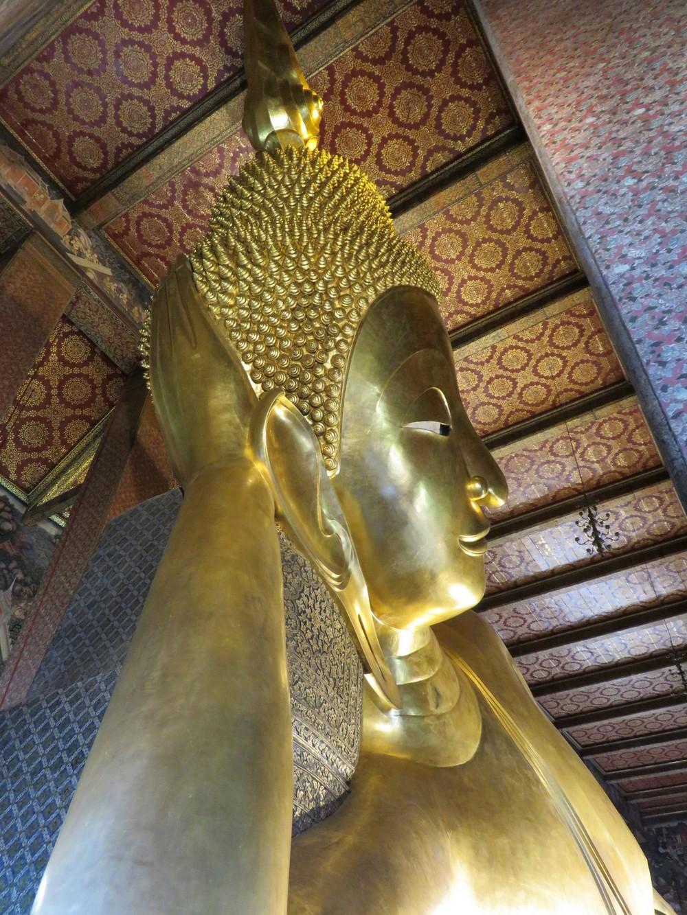 Reclining Buddha - an imposing profile!