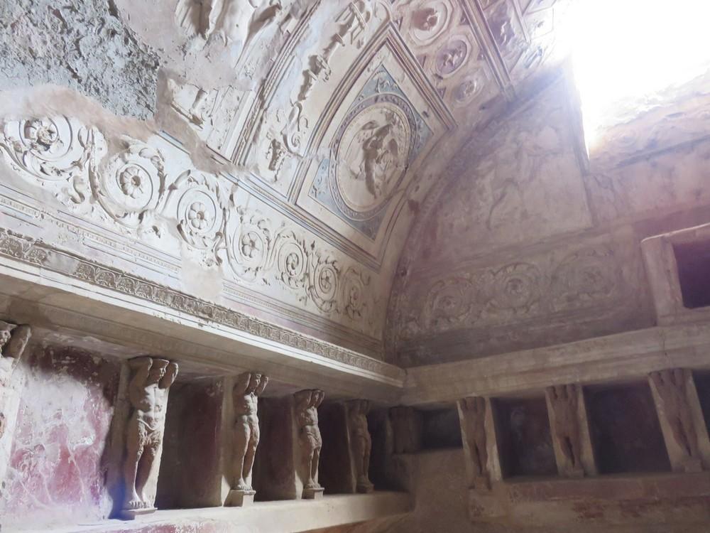 "A real Roman bath ""locker room"""