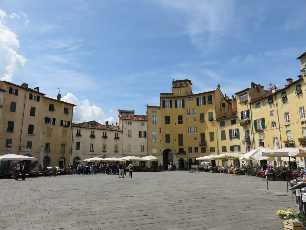 Lovely Lucca's oval piazza