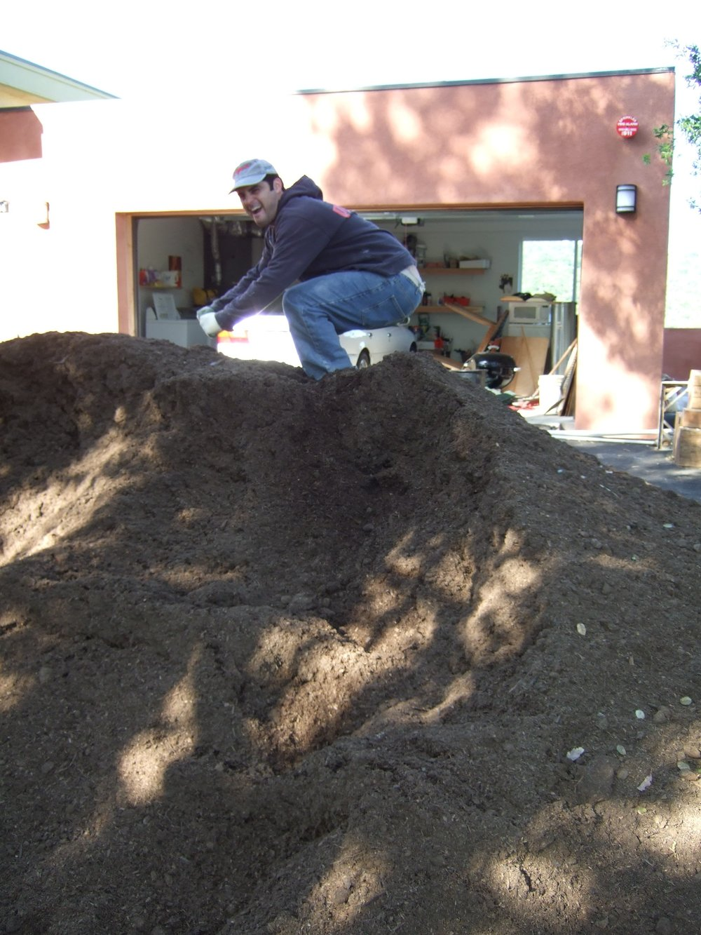 Back in 2007 when I order 12 tons of fertilizer for a 5 ton job. This is about half of the mound. Somewhere in the background is a garage and house.