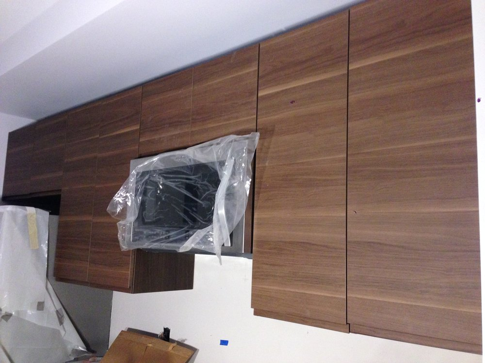 The upper kitchen cabinets almost completed.