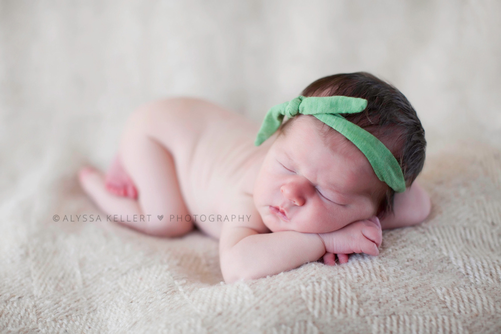 newborn-baby-girl-green-headband-5-days-old