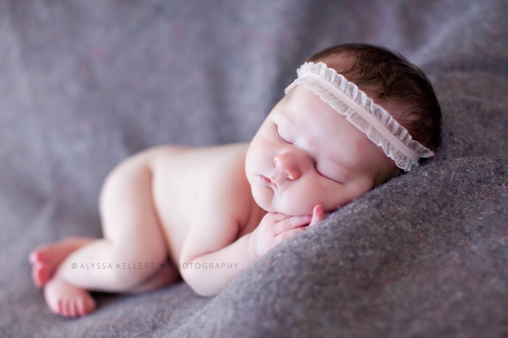 newborn-girl-5-days-old-pink-headband-baby-portrait