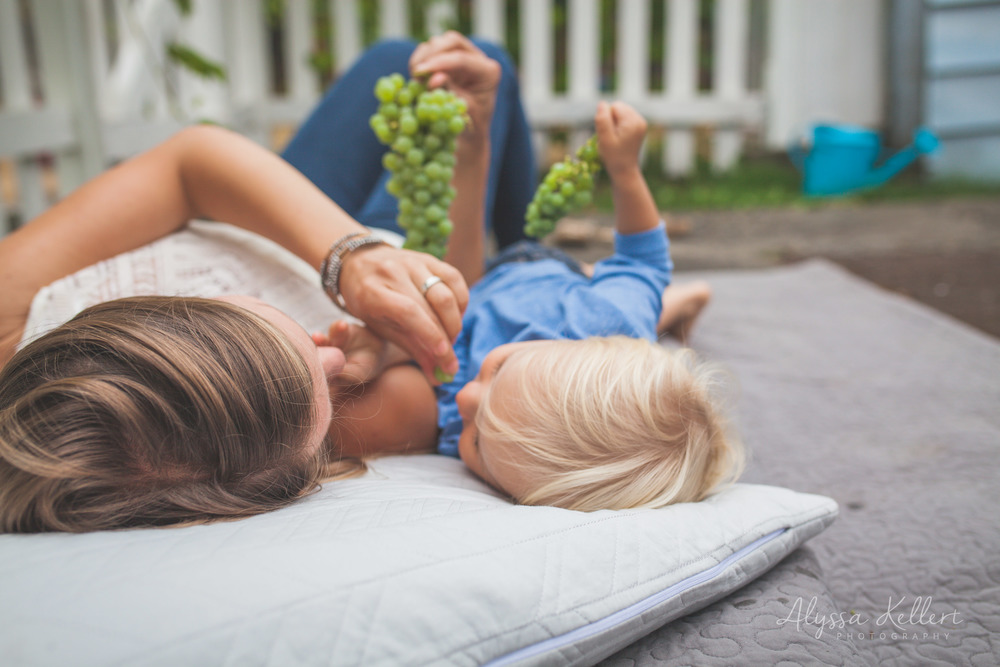 lifestyle-newborn-photography-family-vancouver-coquitlam-bc-grapes-vineyard