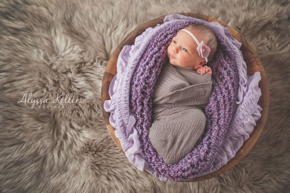 fresh48-newborn-photographer-portmoody-homebirth-girl-baby-lifestyle-photography-alyssakellert-vancouver-birth-homebirth