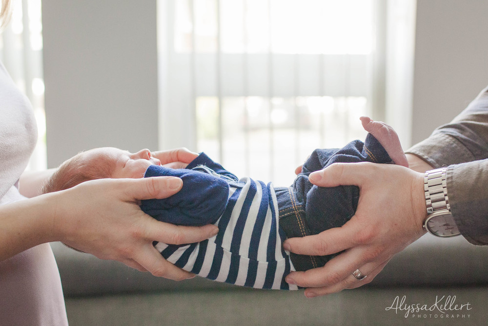 newborn-baby-boy-coquitlam-photography-photographer-hands