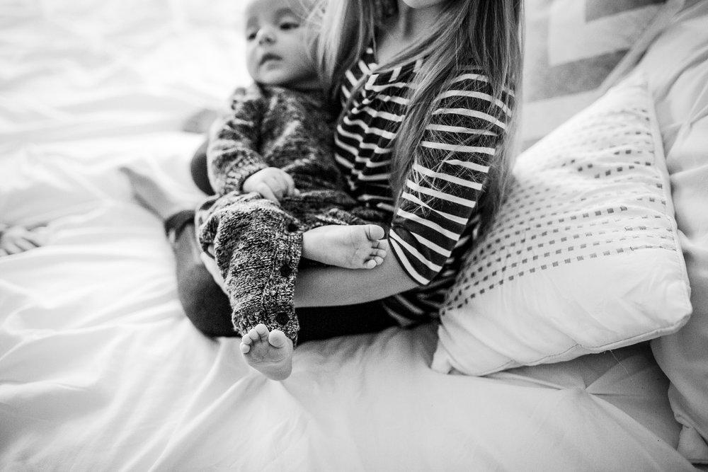 baby-feet-siblings-kids-photography-vancouver.jpg