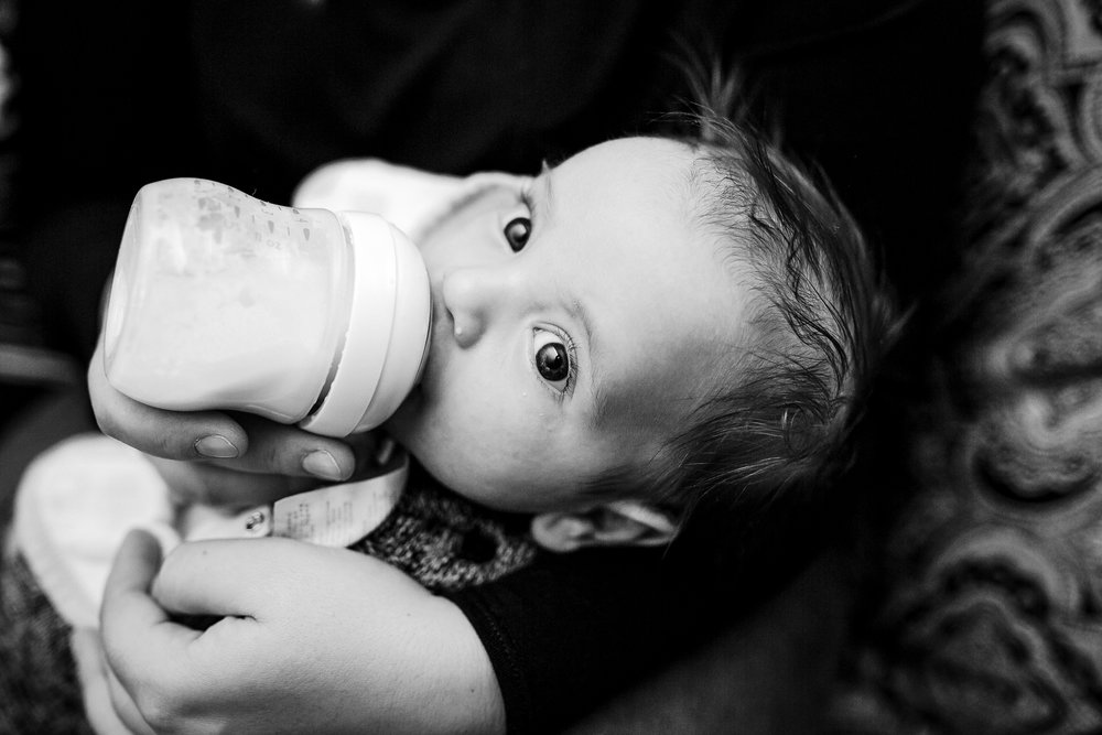 mom-feeding-baby-bottle-formula-photo-session-newborn.jpg