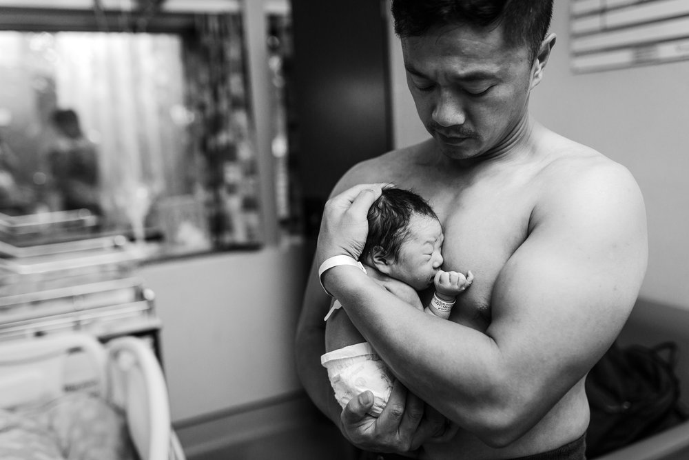 dad-holding-baby-hospital-vancouver-birth-photography-c-section