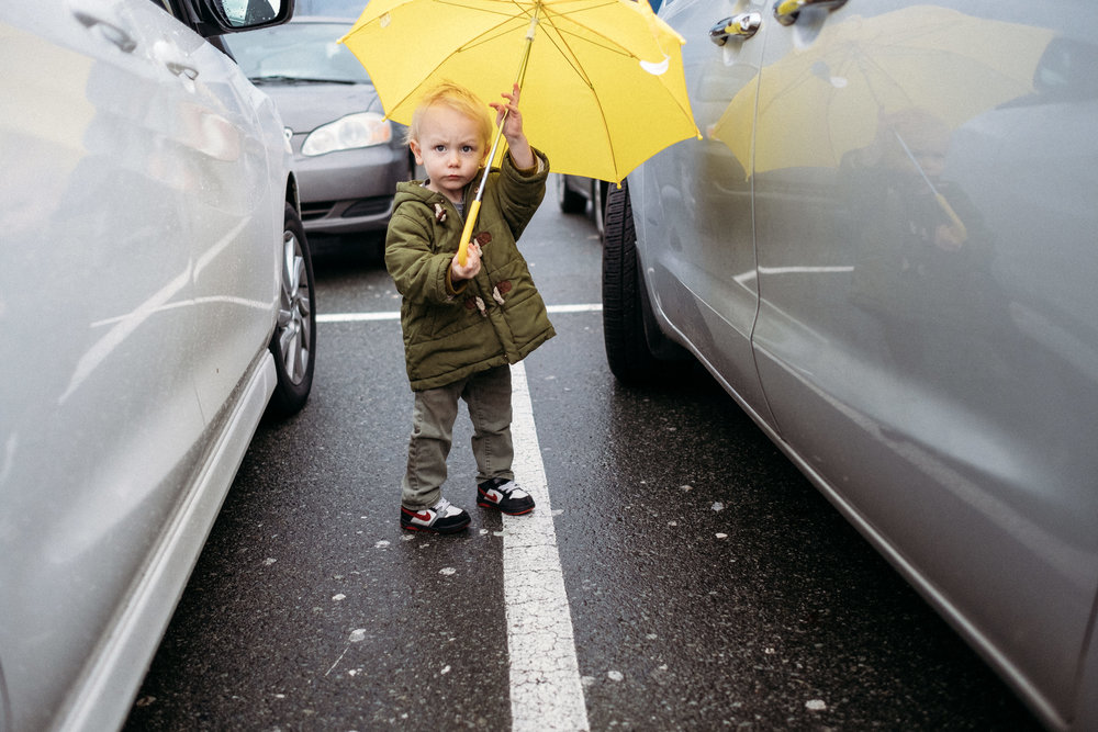 yellow-umbrella-boy-vancouver-pnw-photographer-alyssa-kellert