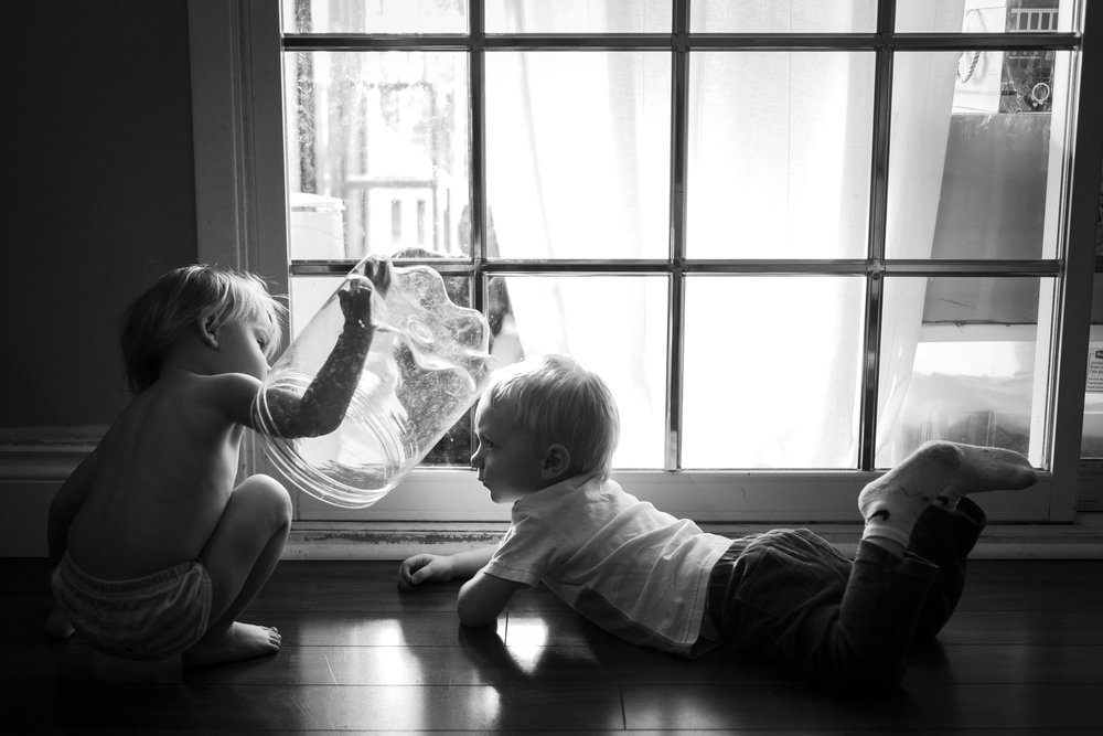 kids-playing-backlit-window-documentary-photographer-vancouver