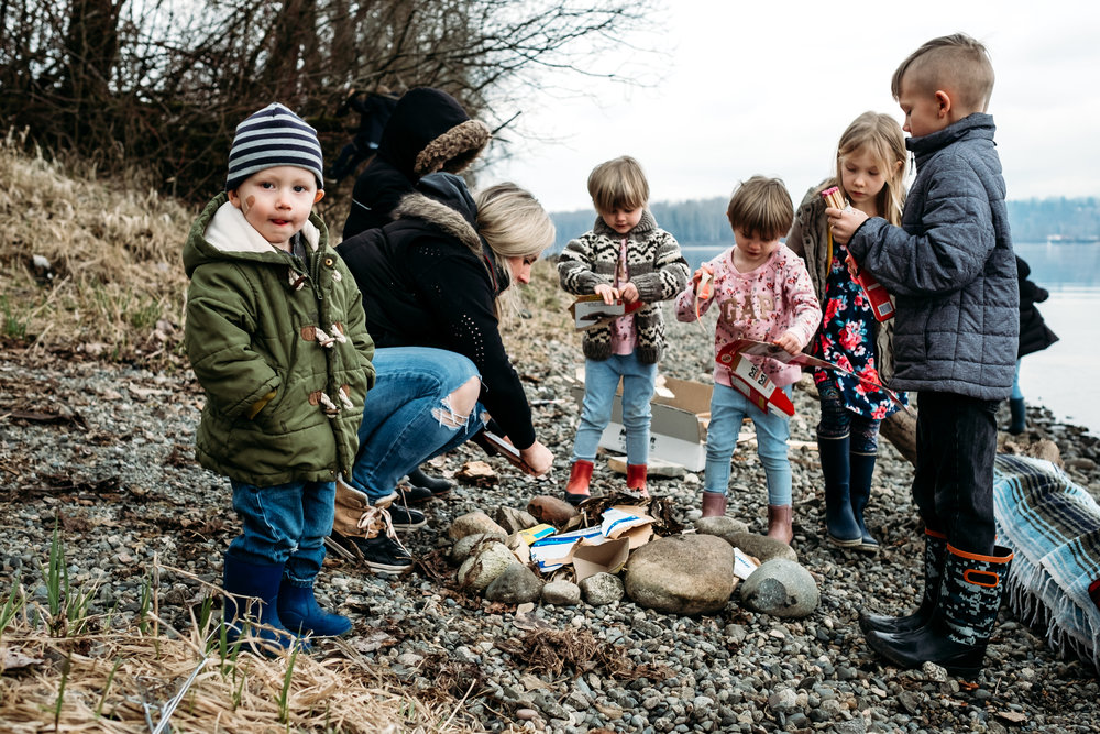 building-camp-fire-kids-river-langley