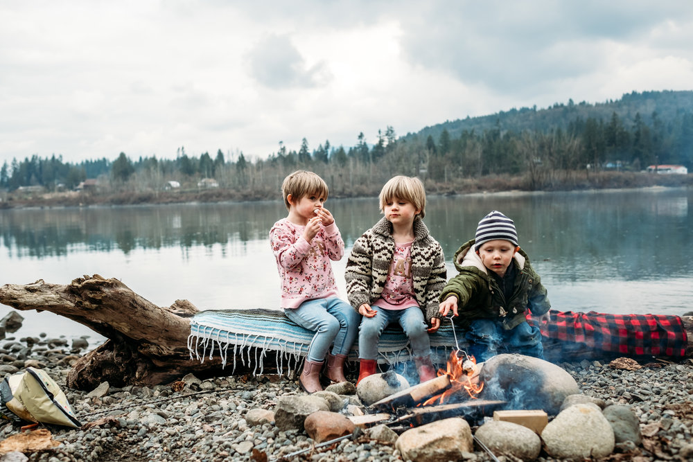 kids-roasting-marshmallows-camp-fire-langley-photographer