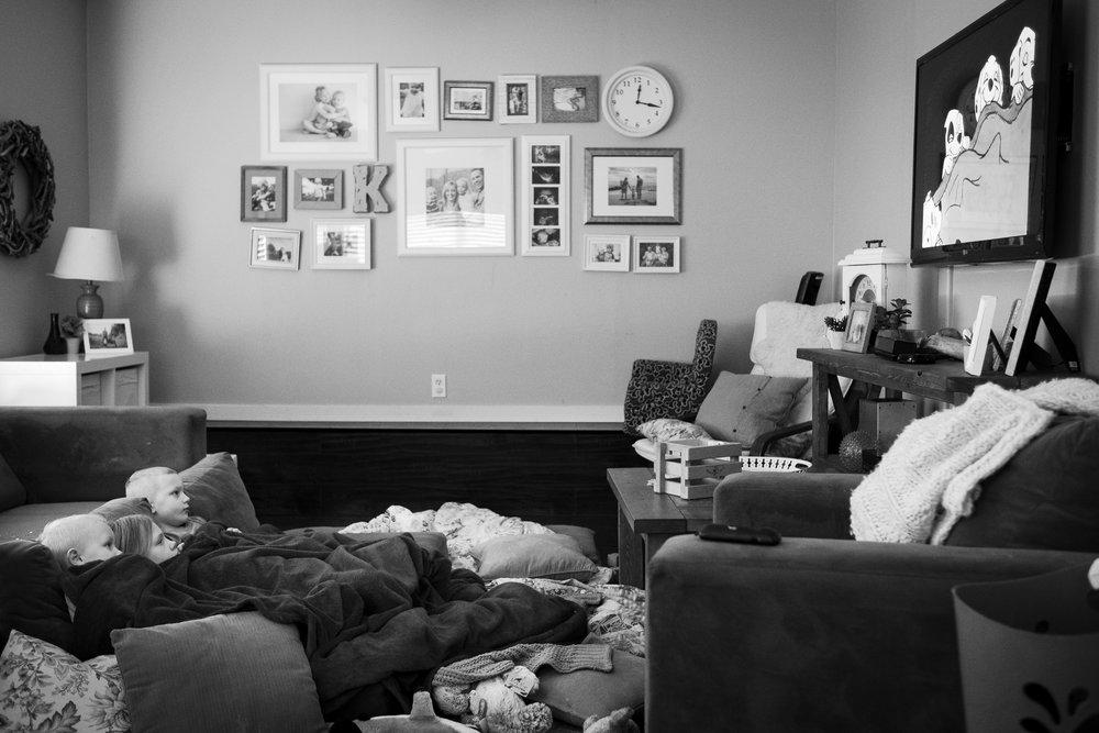 kids-watching-101-dalmatians-disney-floor-mirroring