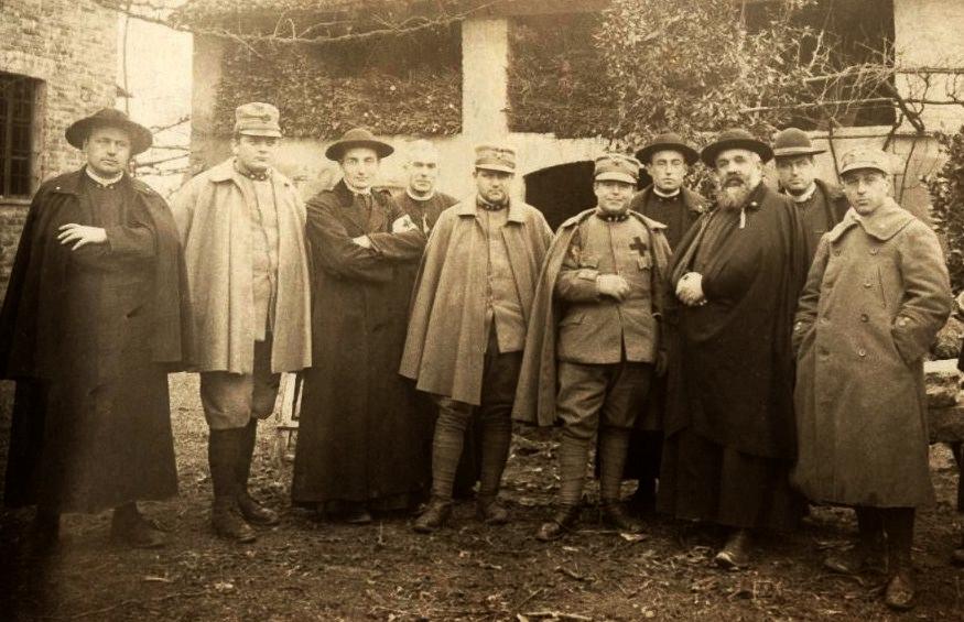 I Cappellani militari in prima linea   LA CROCE E LA SPADA