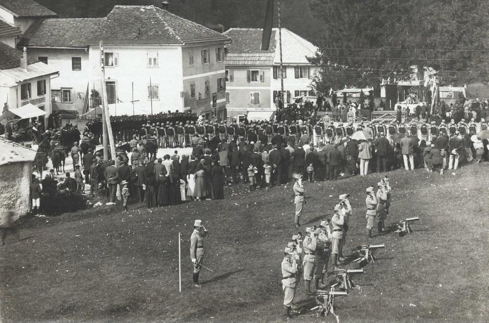 Adunate e cerimonie militari   LE TRUPPE SCHIERATE