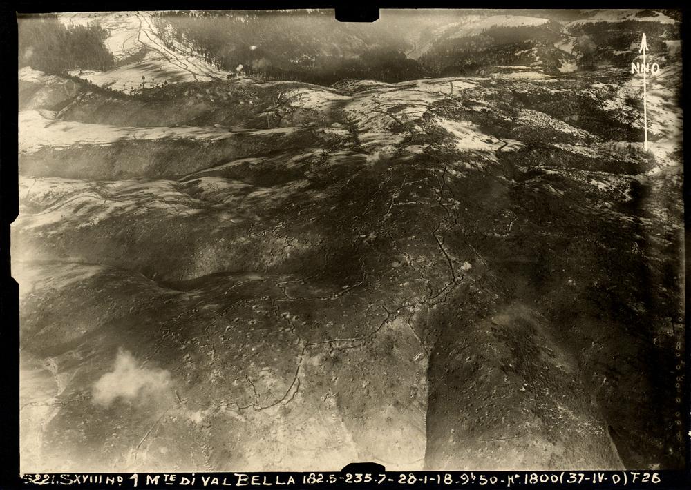 Foto aerea del Val Bella con battaglia dei Tre Monti in corso -28 gennaio 1918 ore 9,50
