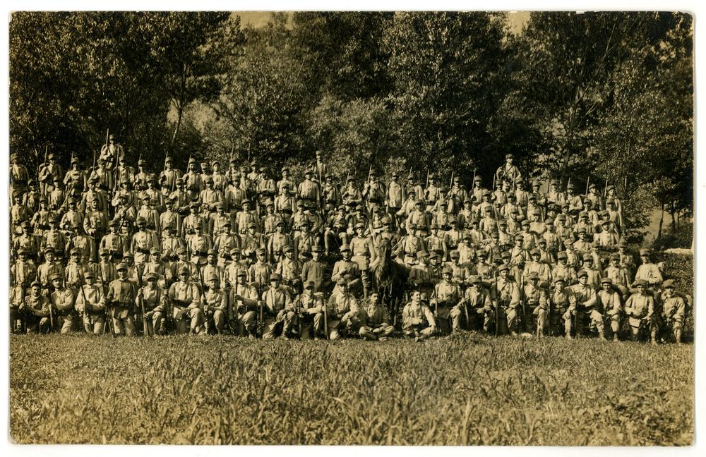 177 - reaparto di fanteria in posa per una foto ricordo.JPG