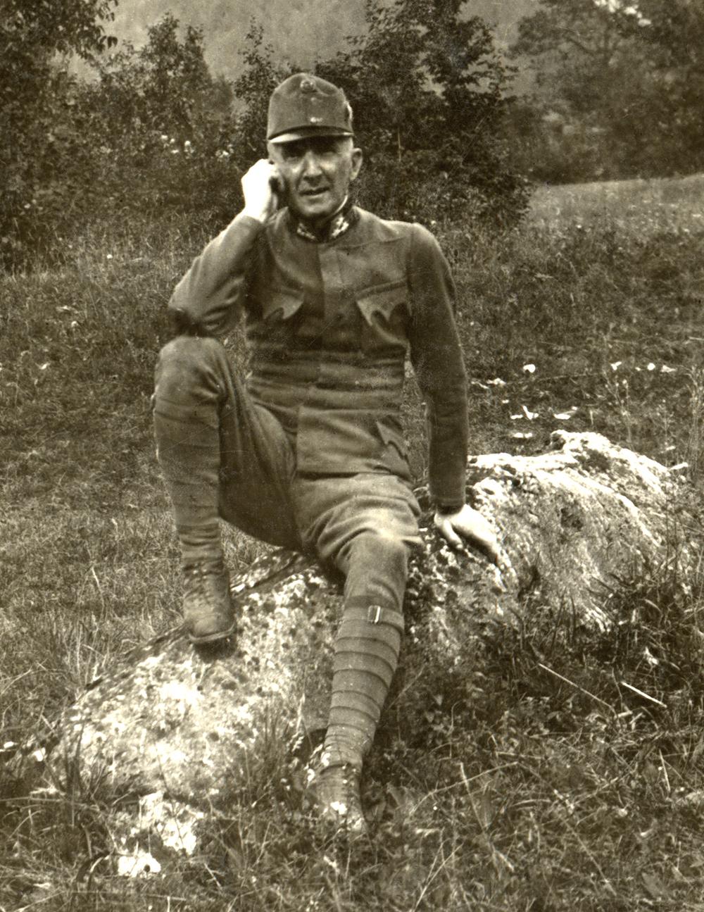 31 - il Ten. Col. Ontl eroico comandante del reggimento nelle giornate epiche dell'Ortigara e di Col del Rosso.JPG
