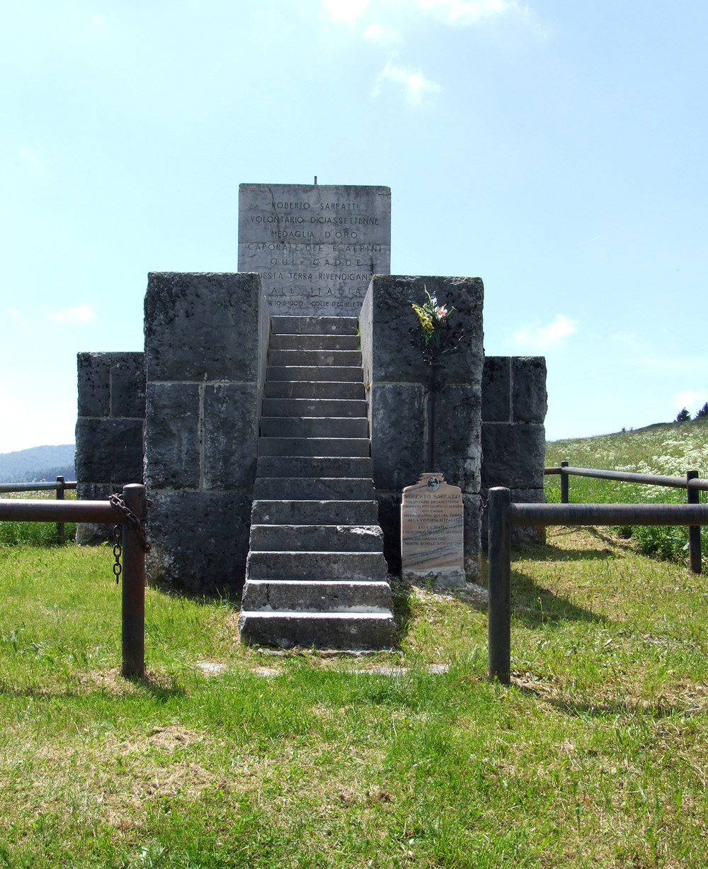 11 - monumento a sarfatti.JPG