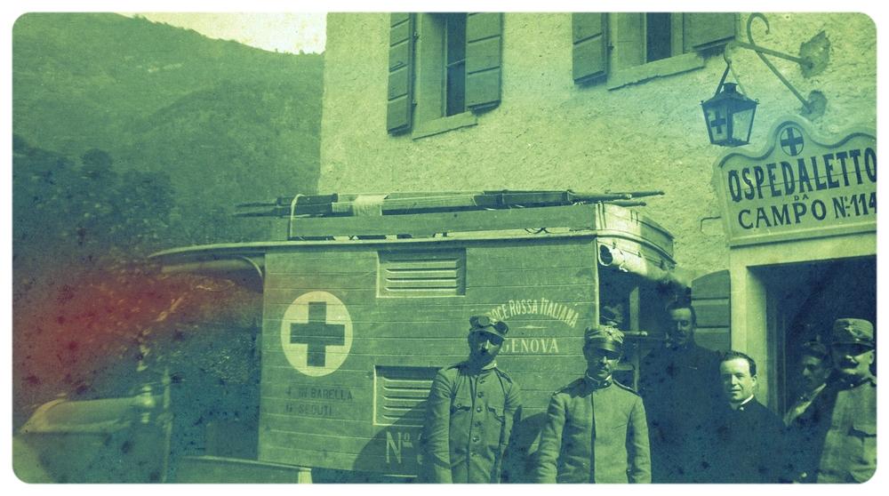 Don Feliciano Marini organizza la partenza dell'ambulanza dall'ospedaletto da campo n. 114