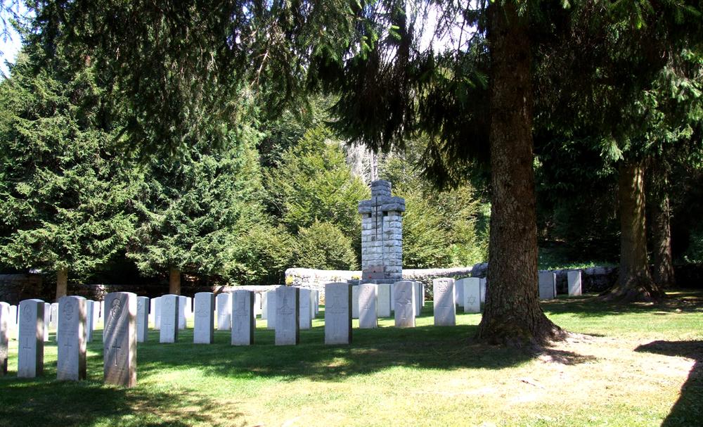 11 - Cimitero Britannico di Granezza foto 2.JPG