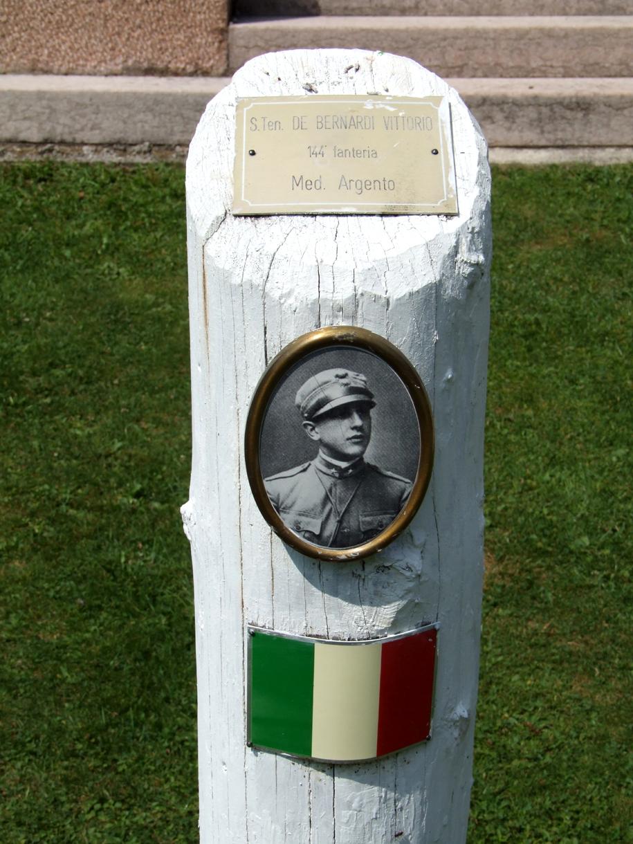 10 -  cimitero italiano di Magnaboschi.JPG