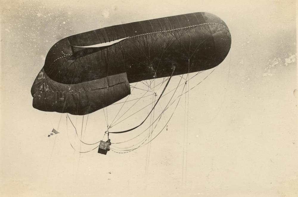 Pallone aerostatico italiano per osservazione aerea
