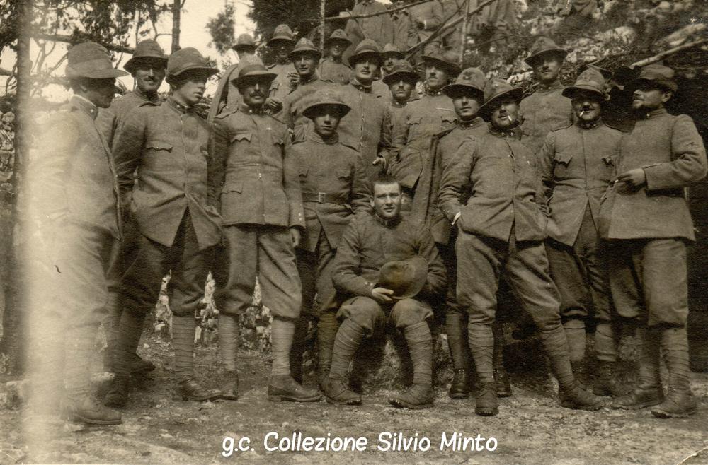 Un gruppo di Alpini del Battaglione Monte Pelmo