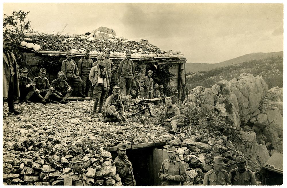 Sopra: gruppo di soldati austroungarici con una Schwarzlose sul Monte Sabotino